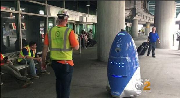 ربات پلیس در خیابان ها گشت زنی می نماید