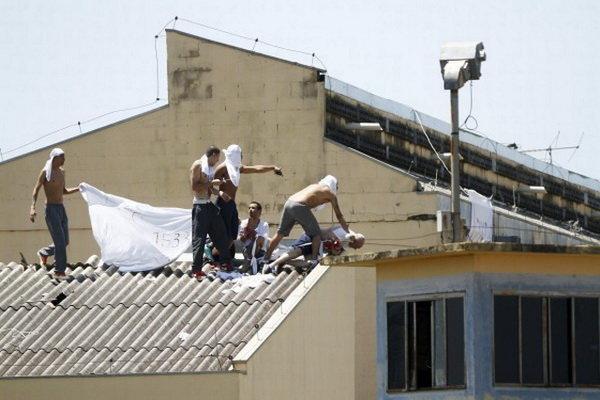 شورش در یک زندان در برزیل 52 کشته در پی داشت
