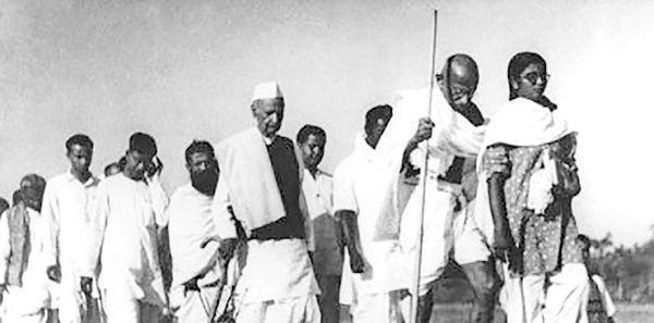 گاندی و رژه نمک علیه انگلیسی ها
