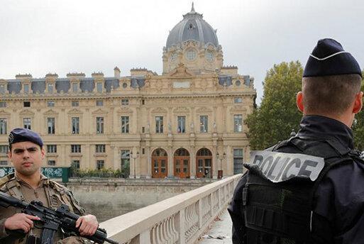 حمله به مقر پلیس در پاریس با چاقو