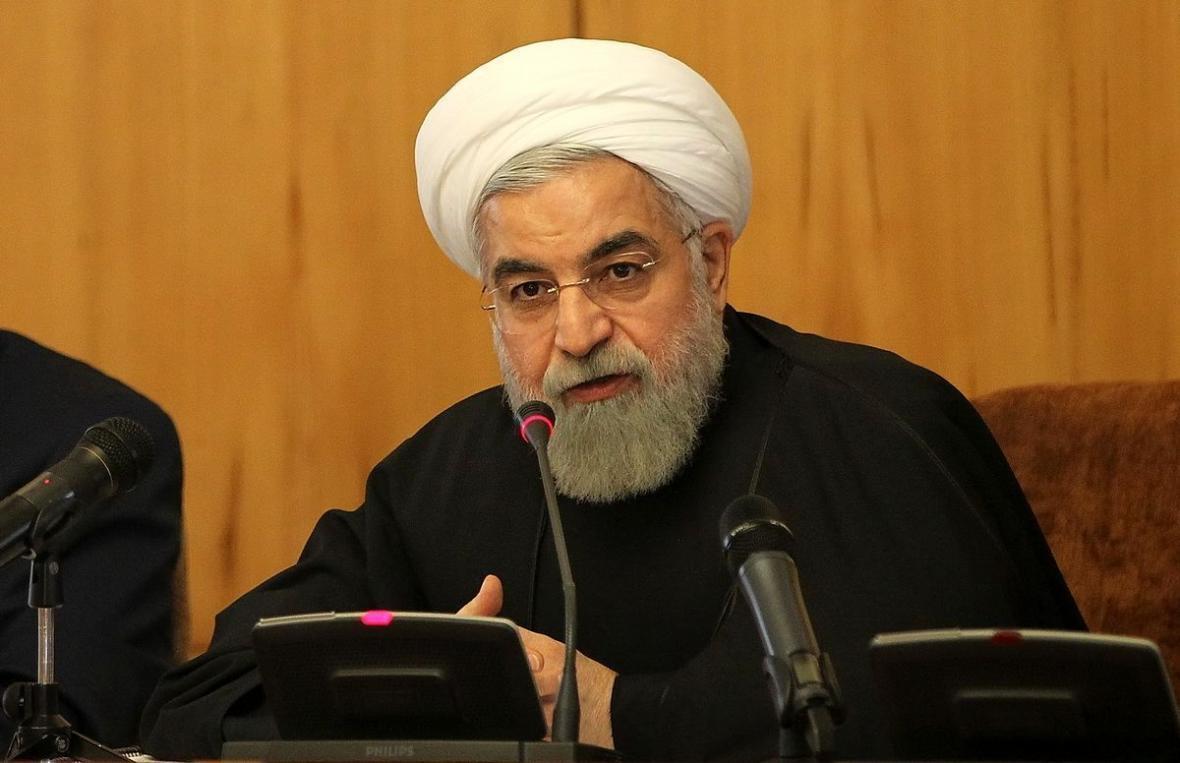 شرط روحانی برای پذیرش افزایش قیمت بنزین، جزئیات یارانه های جدید