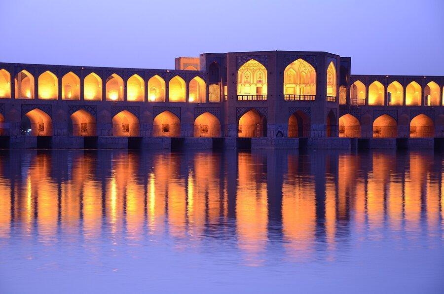راز شمع های پنهان یک پل تاریخی مهم کشور ، چرا پل خواجو پناه آوازخوانان است؟