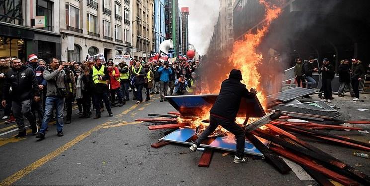 فیلم و عکس، اعتصاب ها و اعتراض ها در پاریس به خشونت کشیده شد