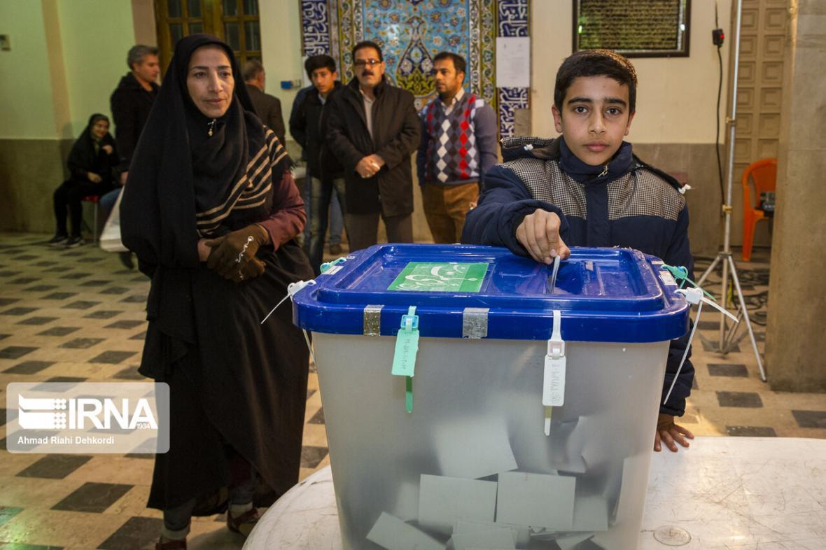 خبرنگاران زمان فرایند اخذ رای در چهارمحال و بختیاری به پایان رسید