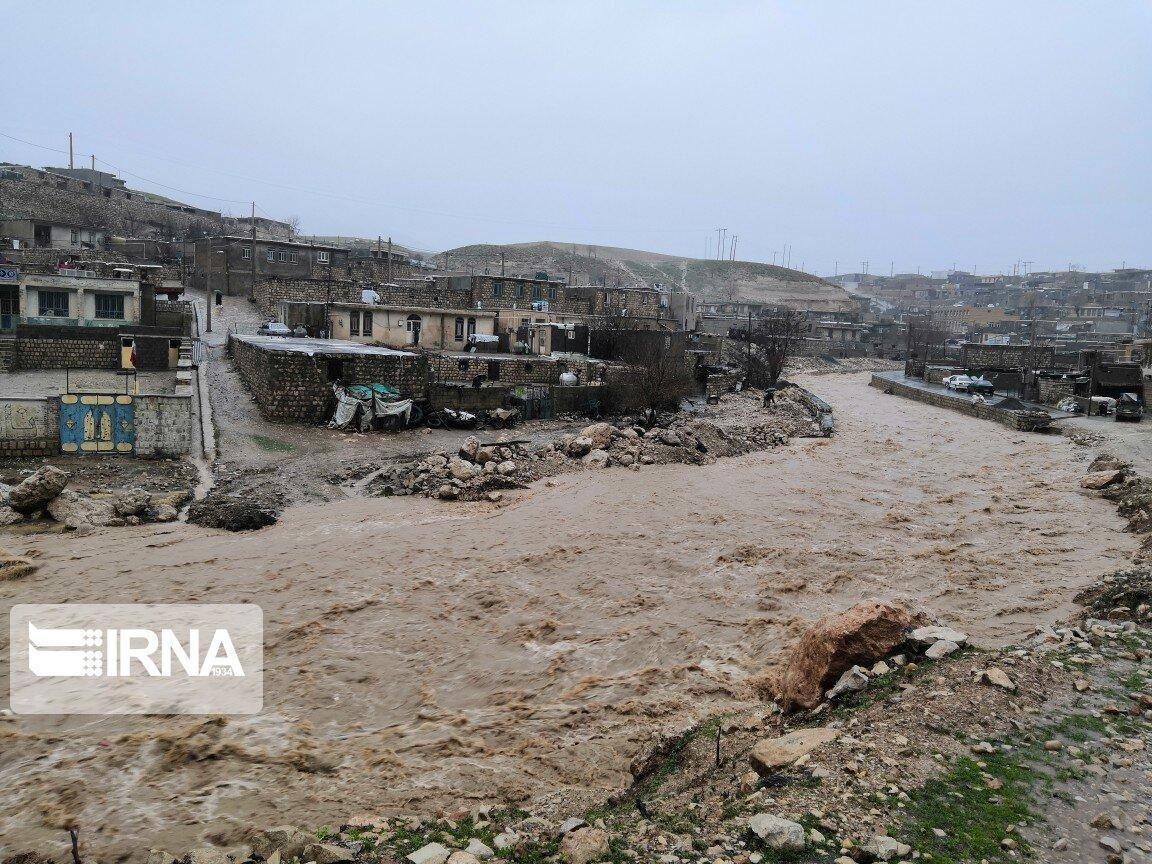 خبرنگاران طغیان خشکه رودها بر اثر بارش بی وقفه باران در ایلام