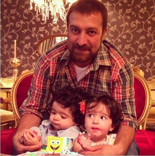 عکس جدید مجید صالحی در کنار دوقلوهایش