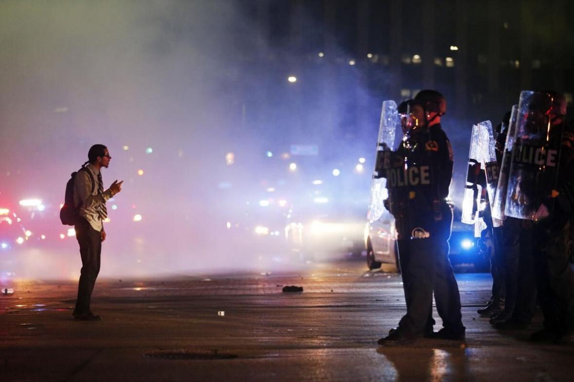 خبرنگاران پنتاگون برخی یگان های نظامی را برای مقابله با معترضان به حال آماده باش درآورد